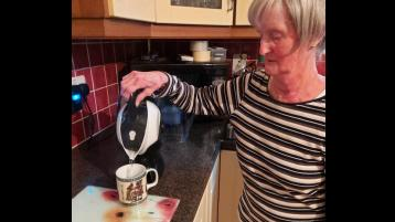 Offaly woman gets pain relief from a kettle