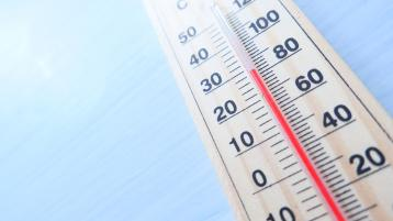 Hot weather set to continue through next week as Met Eireann issues High Temperature Advisory