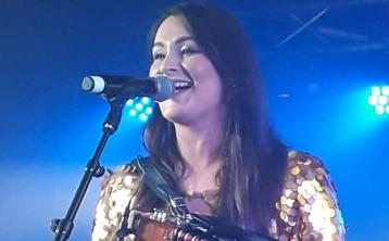 Offaly singer set to tour with Irish country music superstar in New Year