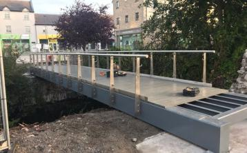 New pedestrian bridge lifted into place in Tullamore