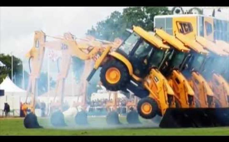 VIDEO: Dancing Diggers, Awesome Aerobatics and Mega Machines coming to Tullamore